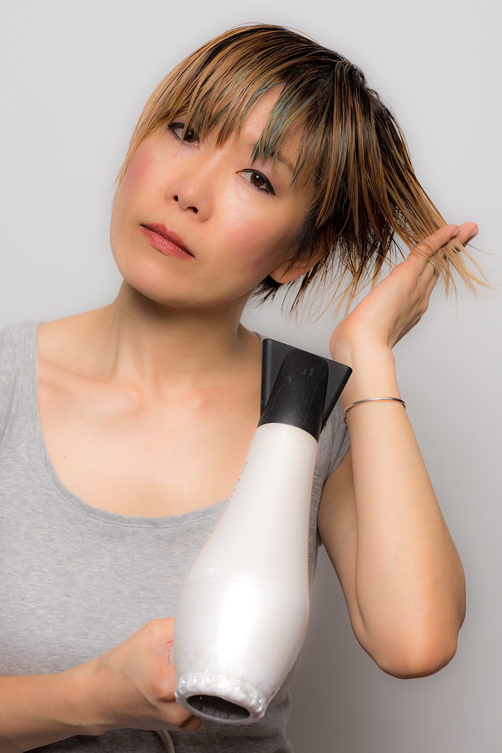 Tips For Taking Care Of Frizzy Hair 正しい髪の乾かし方