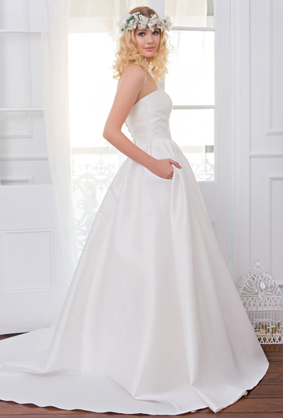 WENDY MAKIN ~ HARLOW Colour: Ivory Size: 10 RRP $2,100 Reduced to $1,300