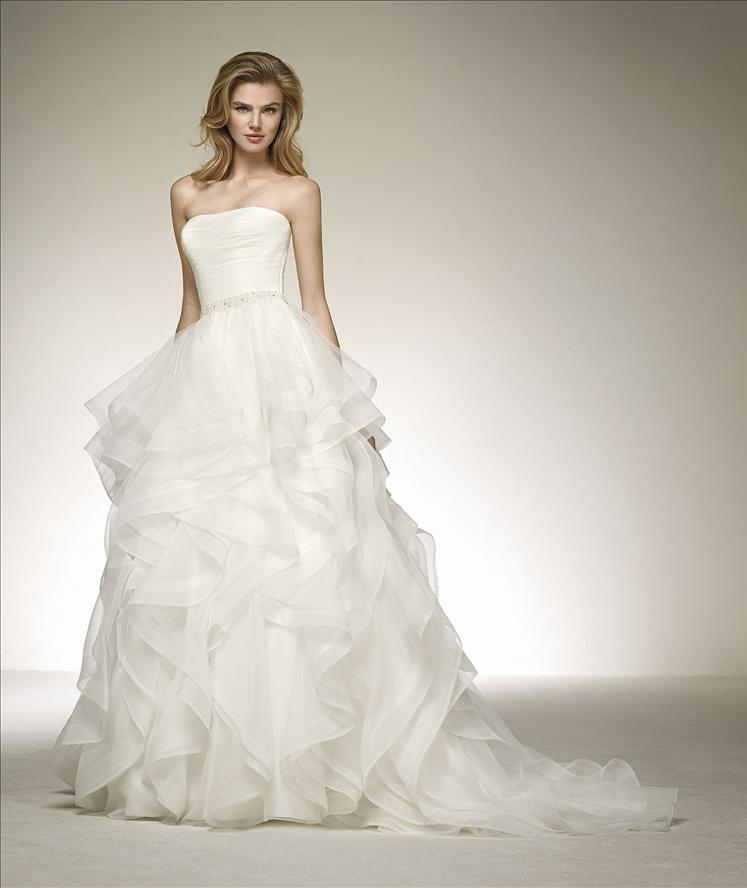 PRONOVIAS ~ DONCELLA   Colour: Off White  Size: 12  RRP $3,300    Reduced to $1,650