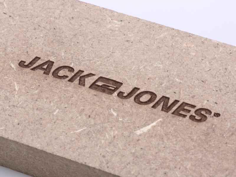 Gravering på trae - Jack & Jones