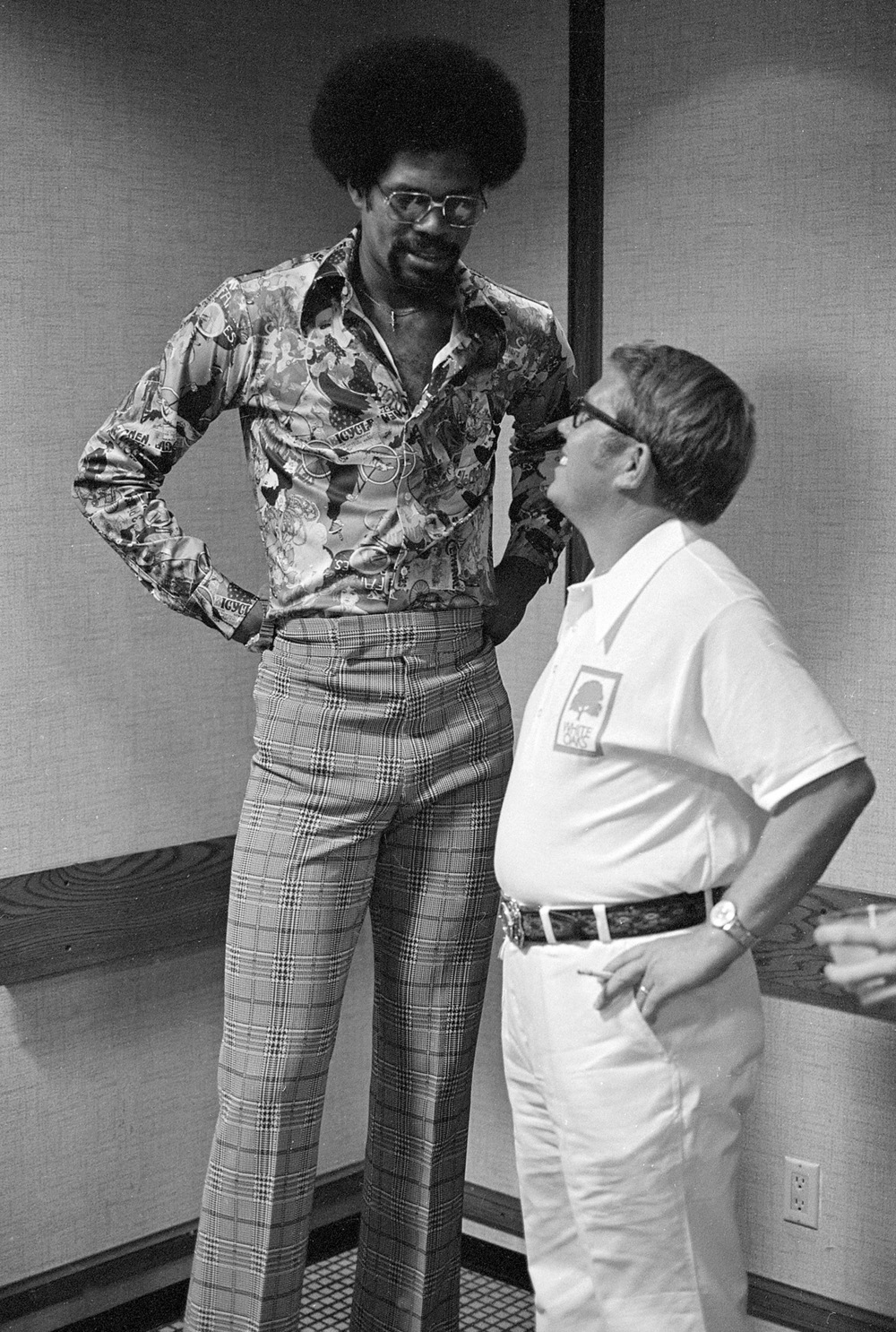 Billy Carter spoke with the Chicago Bulls' Artis Gilmore at a press conference the night before the grand opening.