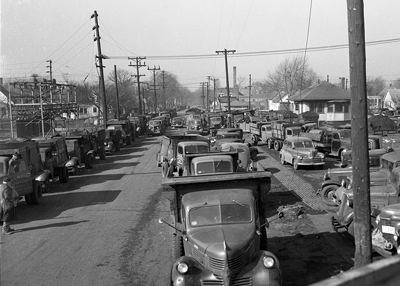 Trucks were lined up to load coal for three blocks at Panther Creek Mine No. 5 at 11th Street and Ridgely Avenue.