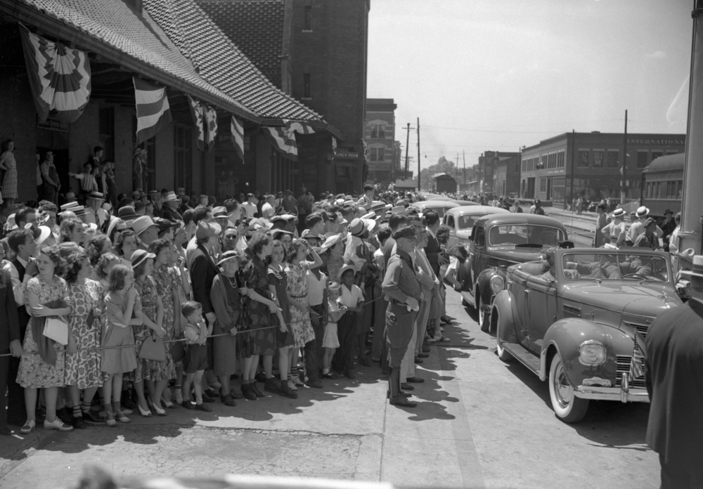 Dodge Motor Company chose the occasion to unveil to the public for the first time the new 1939 Dodge Hollywood sedan. Eight were brought to Springfield to be used in conjunction with the movie premiere. Lined up at the train station, they were used to chauffeur the celebrities during their visit.