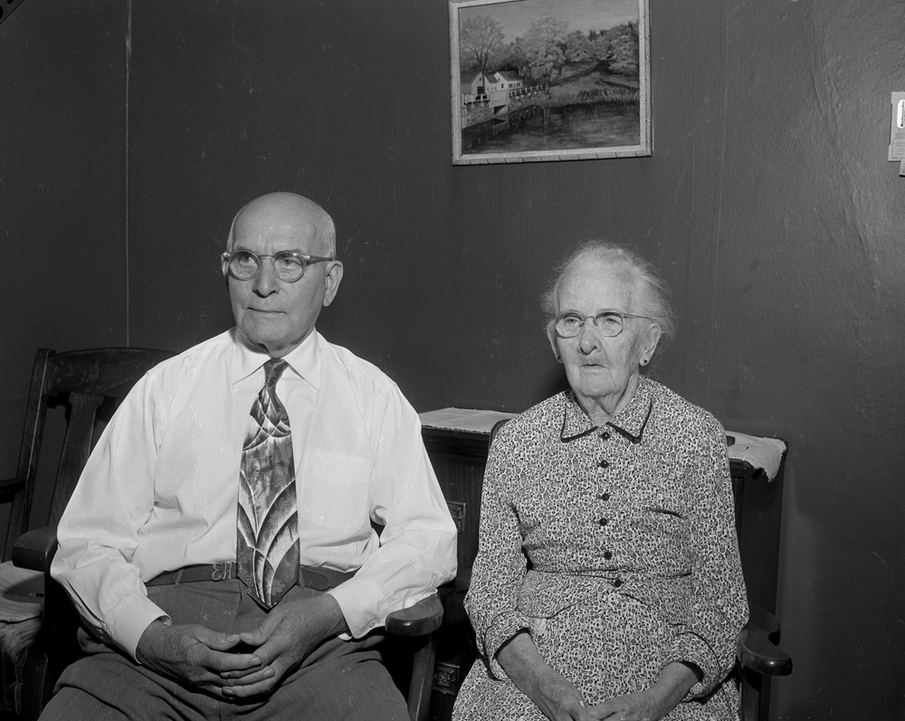Edwin and Anna Harris, 529 S. Park Ave., were married Sept. 16, 1905 in Taylorville. They had four children, 14 grandchildren and 17 great-grandchildren.