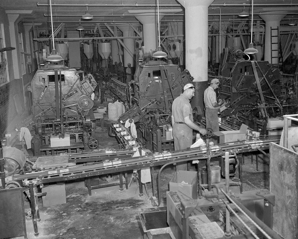 Pillsbury Mill packaging department, September 14, 1945. File/The State Journal-Register