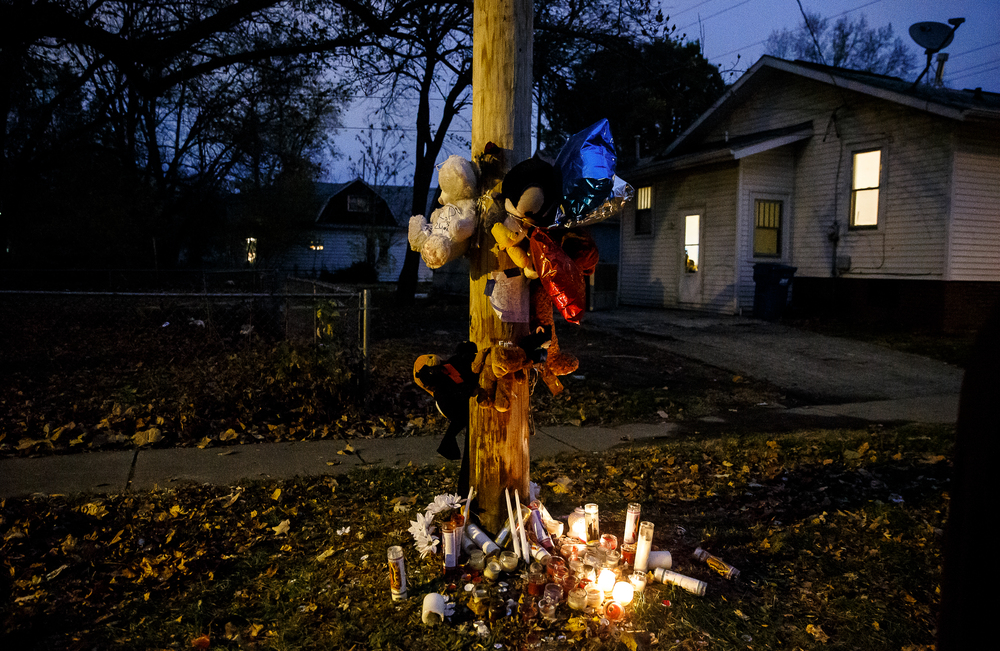 A memorial of stuffed animals and candles at the location of the murder of Kirk Hardy on Cass Street between 13th and 14th, Tuesday, Nov. 11, 2014, in Springfield, Ill. Justin L. Fowler/The State Journal-Register
