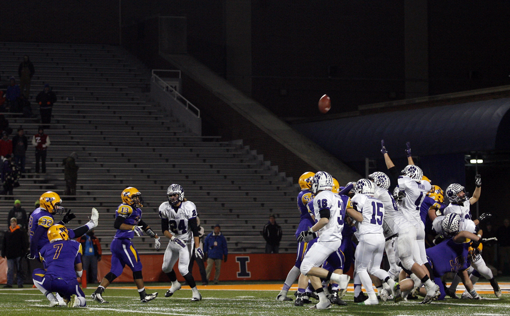 Williamsville's Adam Clark ties the game with a field goal against Wilmington during the Class 3A football championship game at Memorial Stadium Friday, Nov. 28, 2014. Ted Schurter/The State Journal-Register