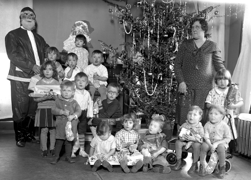 Children's Christmas party, Leland Hotel, Mrs. Dora Rice, matron. Illinois State Journal glass plate negative/Sangamon Valley Collection at Lincoln Library. All Rights Reserved, The State Journal-Register. C-98-178  neg# 823  VF 2007-193   2/3   Pub. ISJ  Dec. 24, 1930, pg. 1