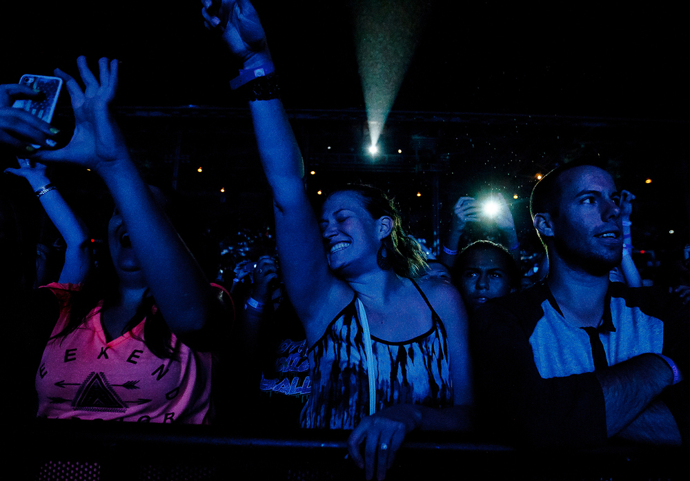 "Jessica Marquardt, center, of St. Louis, Mo., sings along as Pitbull performs ""Hey Baby"" on the Grandstand stage at the Illinois State Fairgrounds, Saturday, Aug. 9, 2014, in Springfield, Ill. Justin L. Fowler/The State Journal-Register"