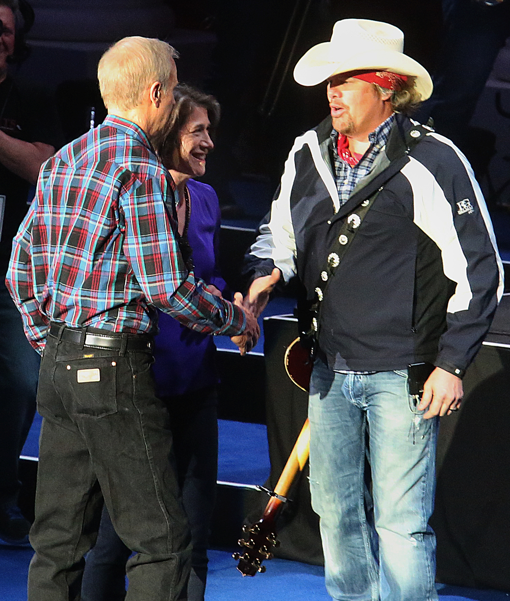 Illinois governor Bruce Rauner and wife Diana Rauner greet singer Toby Keith after he sang Kiss me Like This for them. Replacing the traditional inaugural ball, a concert with country singer Toby Keith as headliner took place at the Prairie Capital Convention Center in Springfield marking Bruce Rauner becoming the 42nd governor of Illinois Monday evening, Jan. 12, 2015. David Spencer/The State Journal-Register