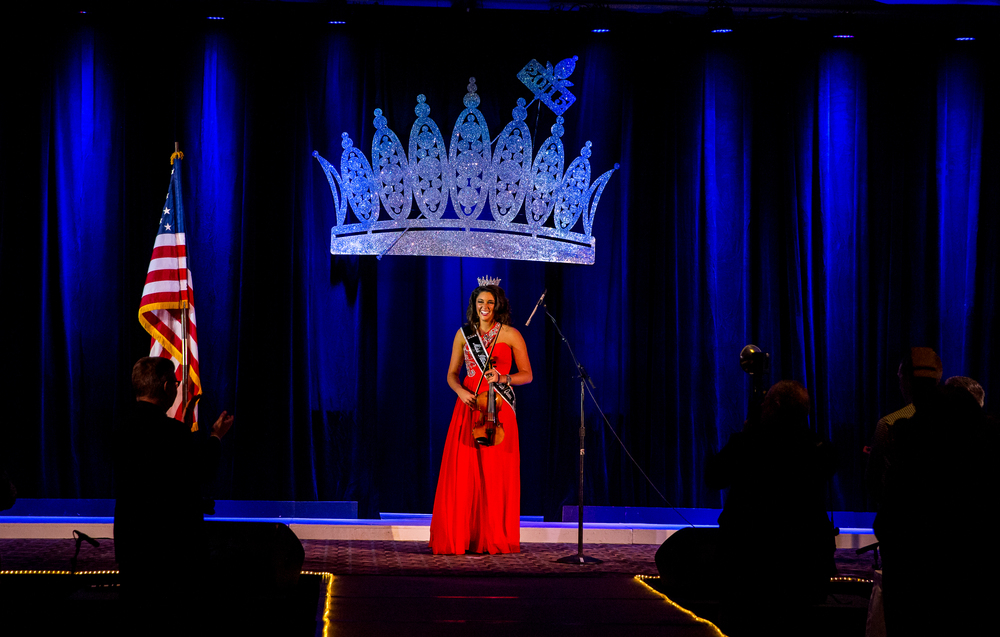 Miss Illinois County Fair Queen 2014, Summer Robbins, is cheered on by the crowd after performing the National Anthem on the violin during the 2015 Miss Illinois County Fair Queen Pageant at Crowne Plaza, Sunday, Jan. 18, 2015, in Springfield, Ill. Justin L. Fowler/The State Journal-Register