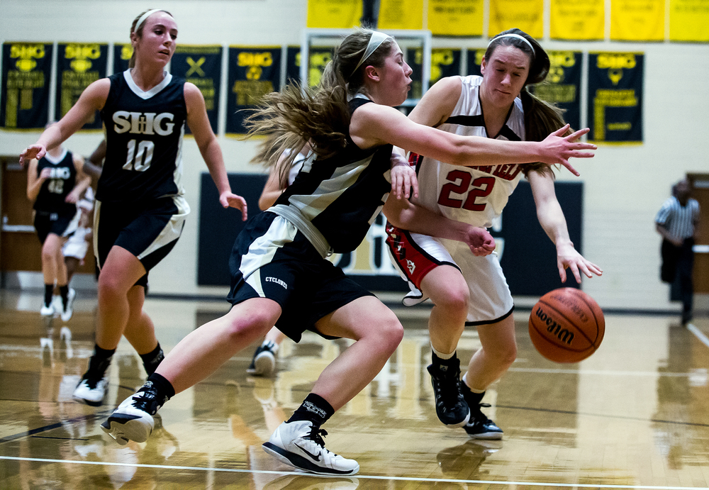 Springfield's Sarah Cross (22) drives to the basket against Sacred Heart-Griffin's Anna Lowis (24) in the first half during the 2015 Girls City Tournament at Jim Belz Gymnasium, Thursday, Jan. 29, 2015, in Springfield, Ill. Justin L. Fowler/The State Journal-Register