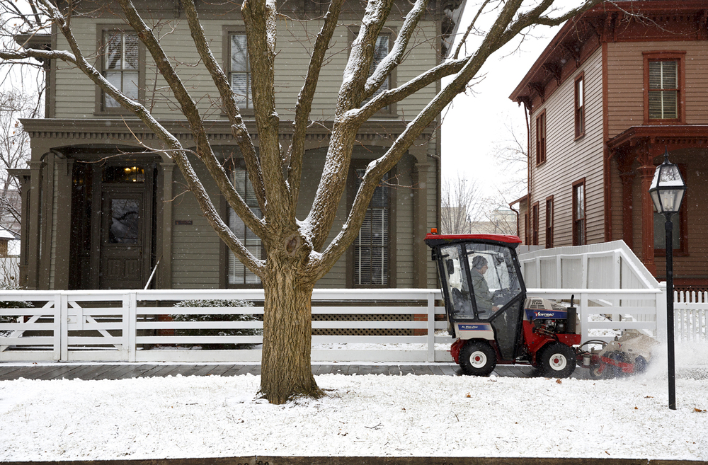A National Park Service employee sweeps snow from the walkways in the Lincoln Home neighborhood Monday, Jan. 26, 2015. Rich Saal/The State Journal-Register