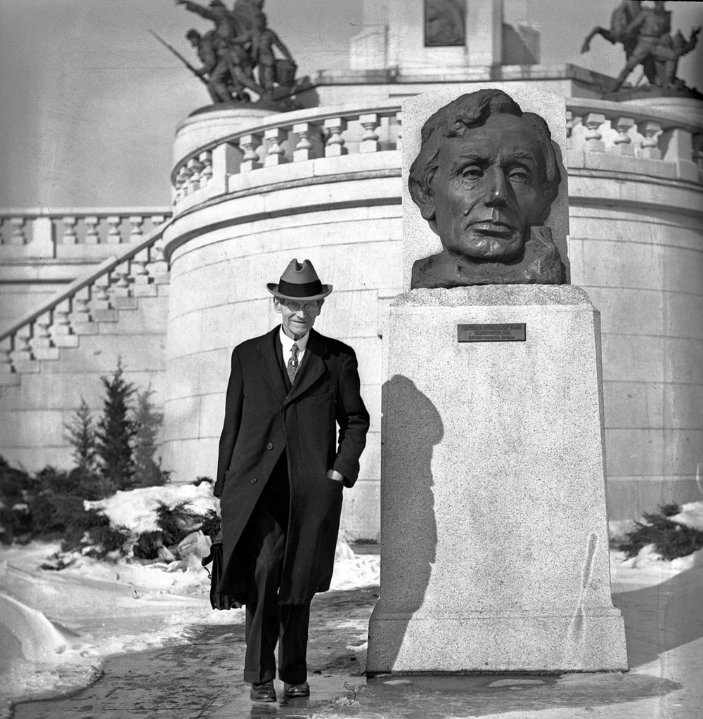 Herbert Wells Fay on the job at Lincoln's Tomb in February 1936. FILE PHOTOS/THE STATE JOURNAL-REGISTER