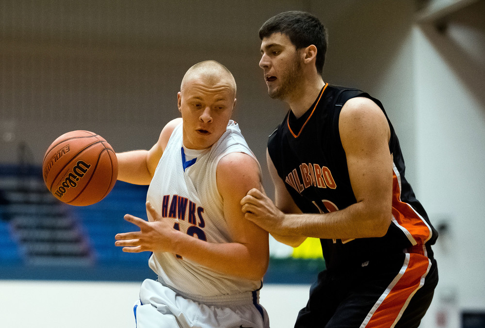 Riverton's Blake Suhling (40) drives to the basket against Hillsboro's Dylan Miller (42) in the first half during the Riverton Shootout at the Hawk Center, Saturday, Feb. 14, 2015, in Riverton, Ill. Justin L. Fowler/The State Journal-Register