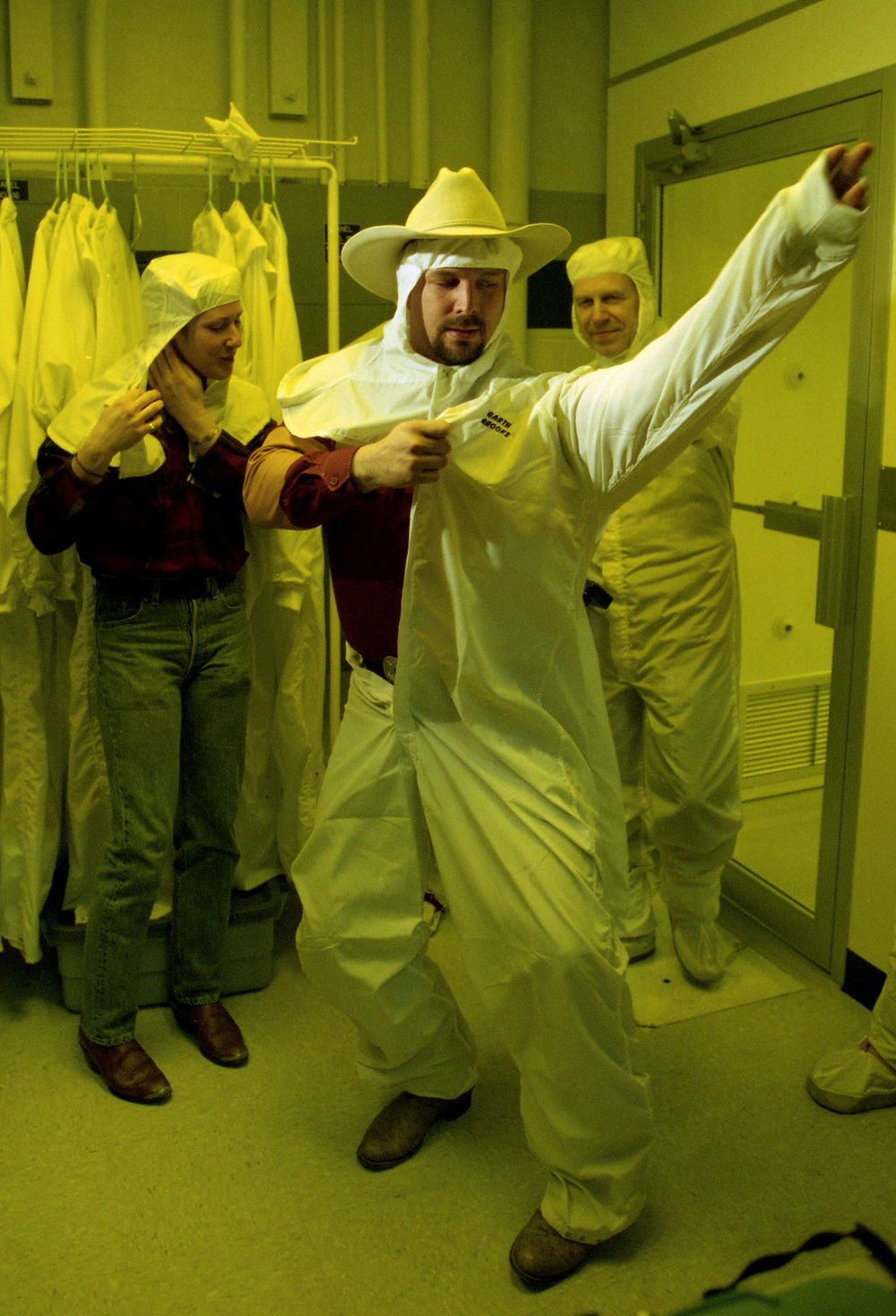 "Garth Brooks dons protective clothing before entering the ""clean room"" where CD masters are made from studio recordings during a tour of the EMI Manufacturing plant in Jacksonville March 1995. File/The State Journal-Register"