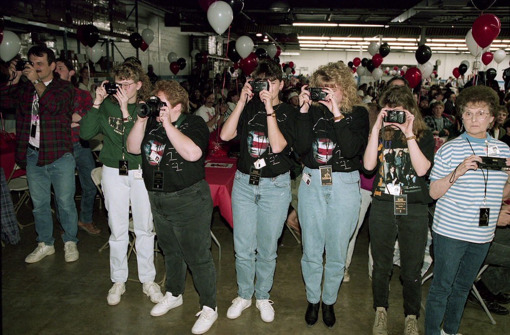 Employees at the EMI Manufacturing plant in Jacksonville line up to get pictures of country music artist Garth Brooks during a tour of the plant in March 1995. File/The State Journal-Register