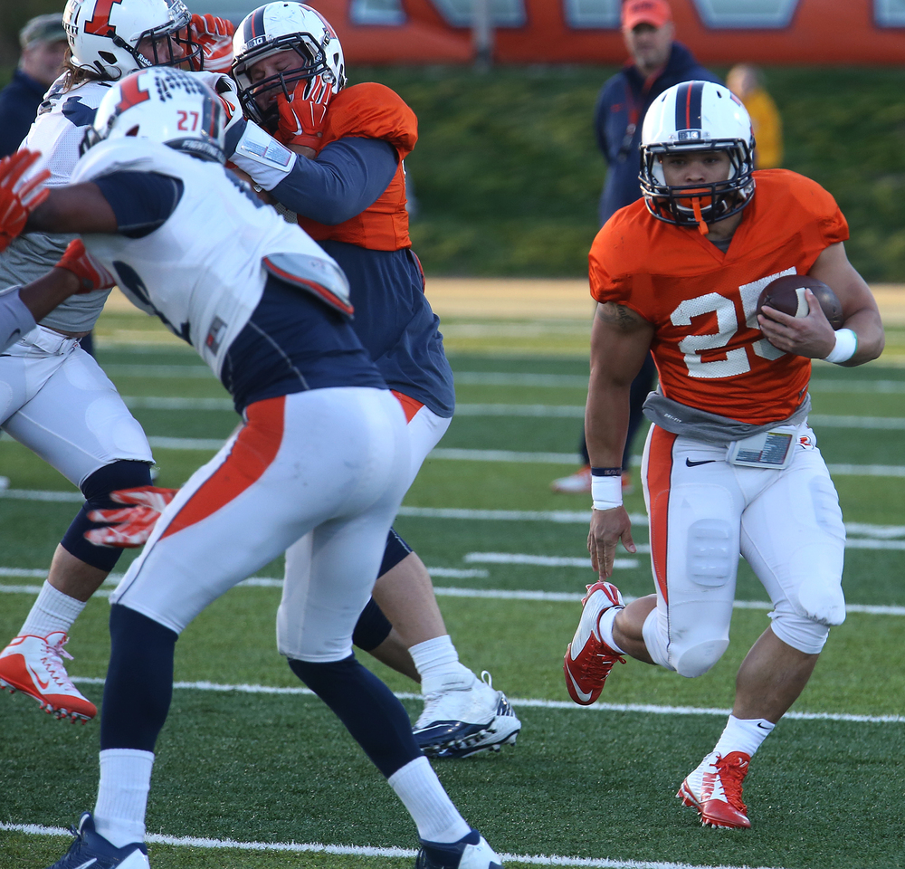 Illini running back Kendrick Foster gains yardage. David Spencer/The State Journal Register