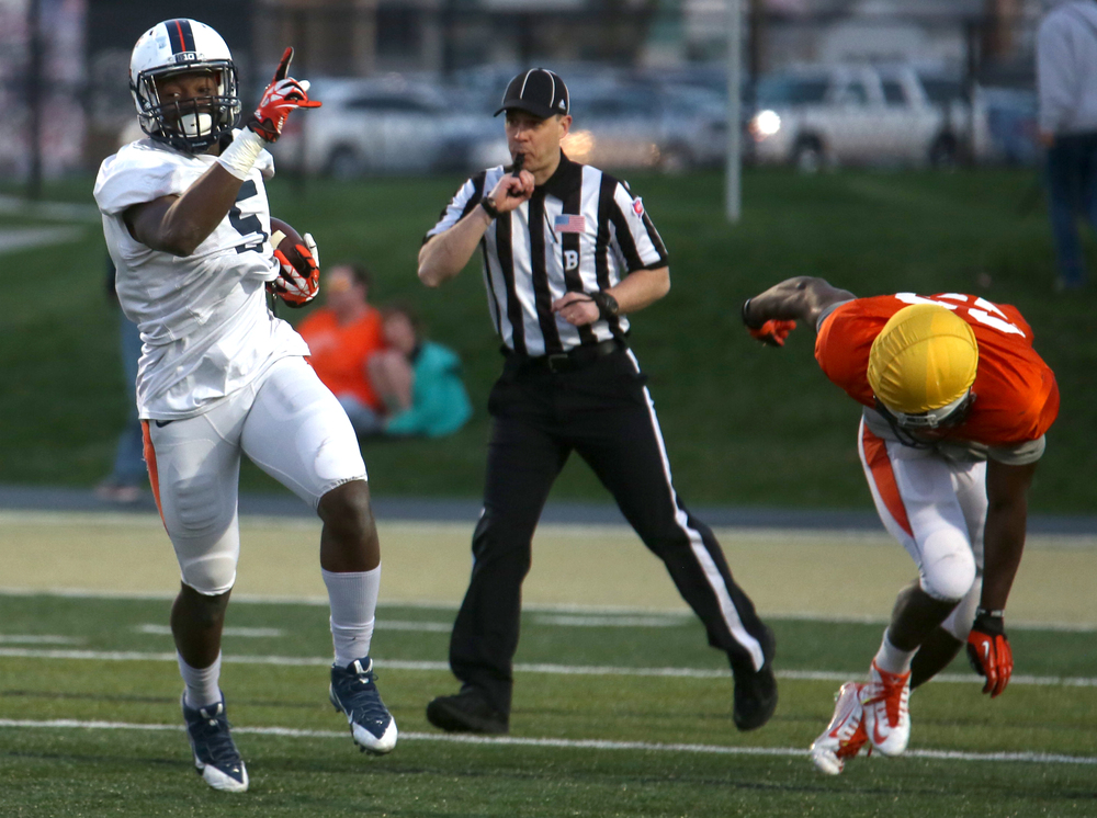 The Illini's James Crawford runs the ball for yardage Friday night. David Spencer/The State Journal Register