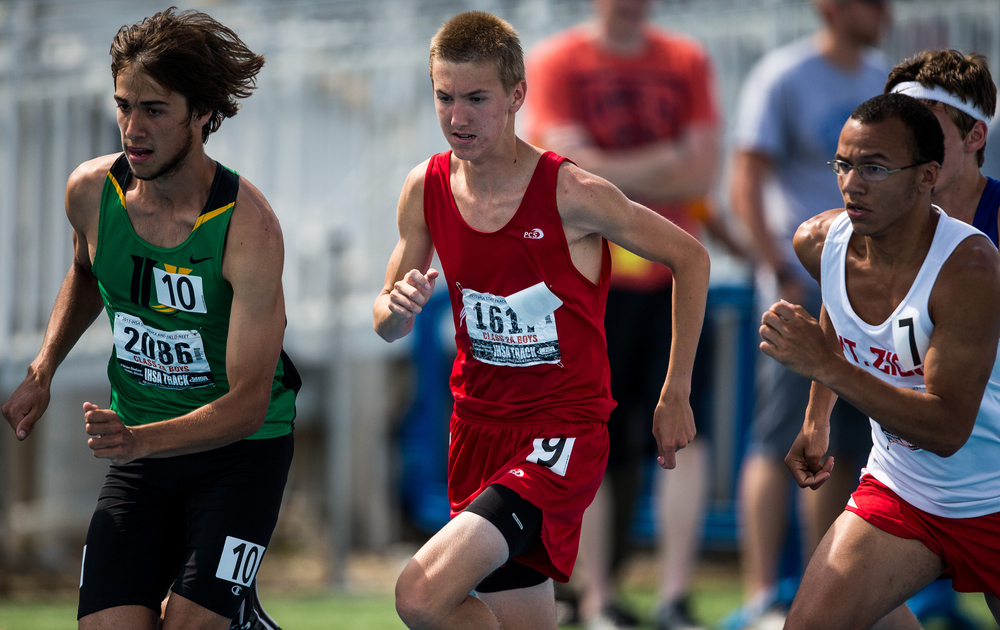 Glenwood's Landon Skelly comes out of the start against University's Alexander Bruno in the Class 2A 1600m run during the IHSA Boys Track and Field State Finals at O'Brien Stadium, Saturday, May 30, 2015, in Charleston, Ill. Skelly finished 10th with a time of 4:23.19. Justin L. Fowler/The State Journal-Register