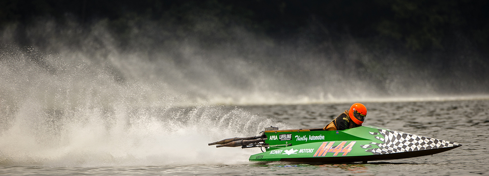 Andrew Thirlby kicks up a wake as he pulls onto the front straight during the US Title Series race at Lake Springfield Sunday, July 7, 2015. Ted Schurter/The State Journal-Register