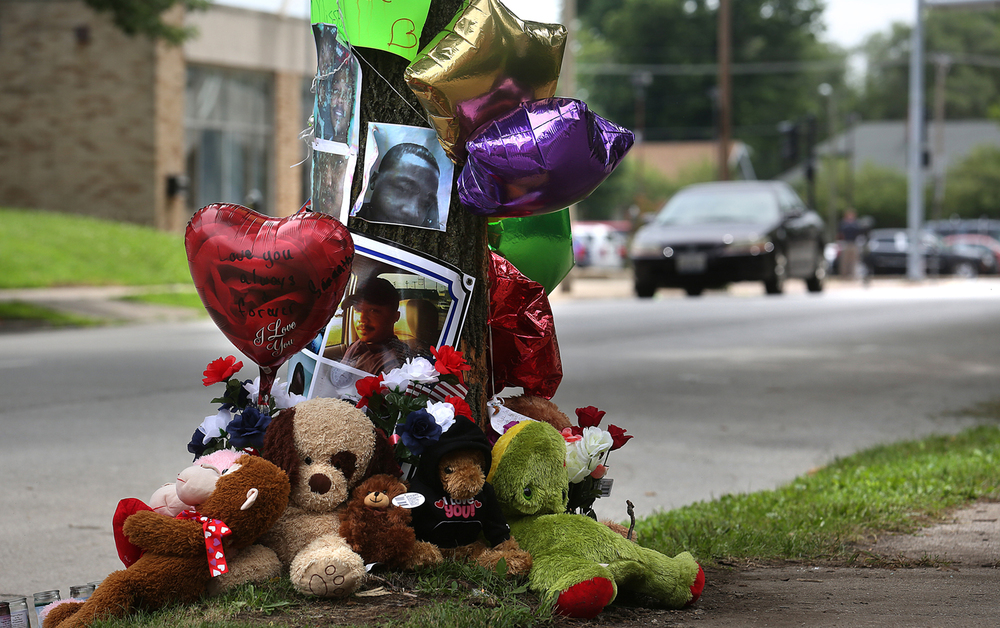 A memorial for William Joseph Jones Jr., 28, and Roderick Pickett, 25, passengers in a vehicle who died after striking this tree along Fourth St. near the Governor's Mansion early Saturday morning, is seen on Monday, July 20, 2015. Devon V. Spencer, 22, of the 1600 block of South 14th Street was charged Monday with aggravated driving under the influence involving a death, which carries a potential penalty of three to 14 years in prison. David Spencer/The State Journal-Register