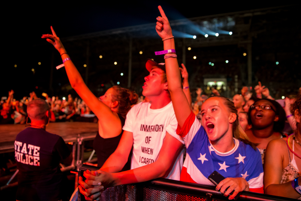 "Cassidy Yates, right, and her brother, Evan, center, sing along as Fall Out Boy performs ""Sugar"" during a Grandstand concert at the Illinois State Fairgrounds, Saturday, Aug. 15, 2015, in Springfield, Ill. Justin L. Fowler/The State Journal-Register"