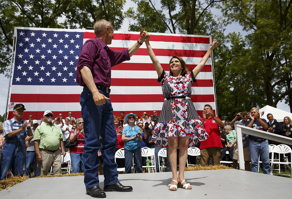Gov. Bruce Rauner and Lt. Gov. Evelyn Sanguenetti join