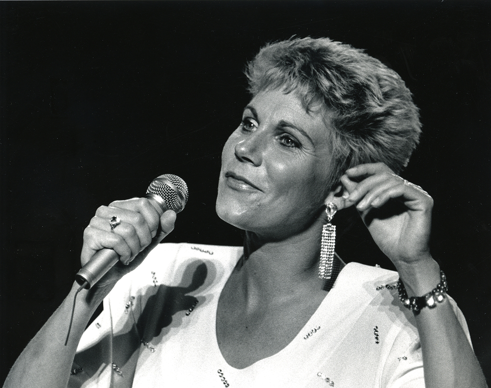 1987: Canadian singer Anne Murray.