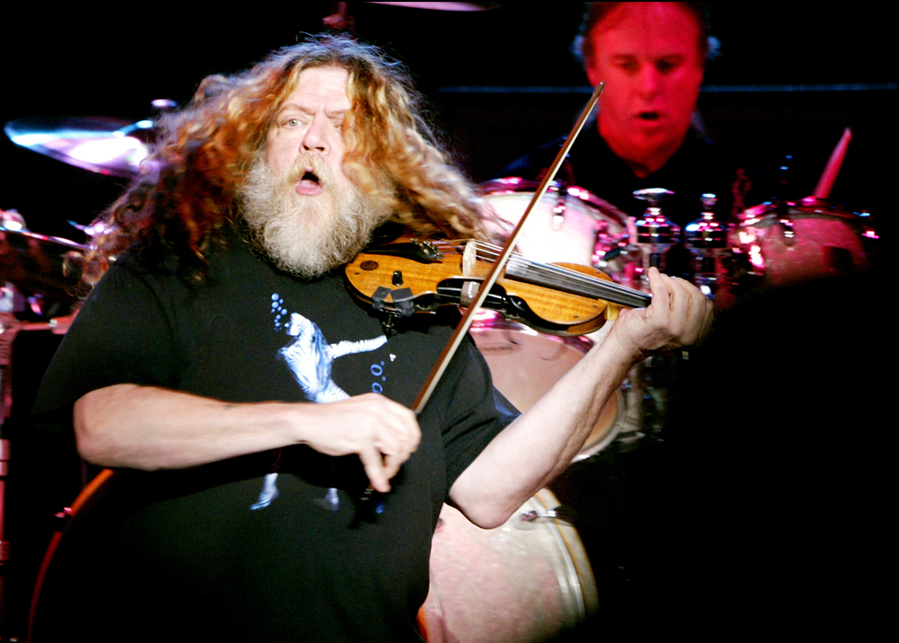 2004: Robby Steinhardt and the rock band Kansas.