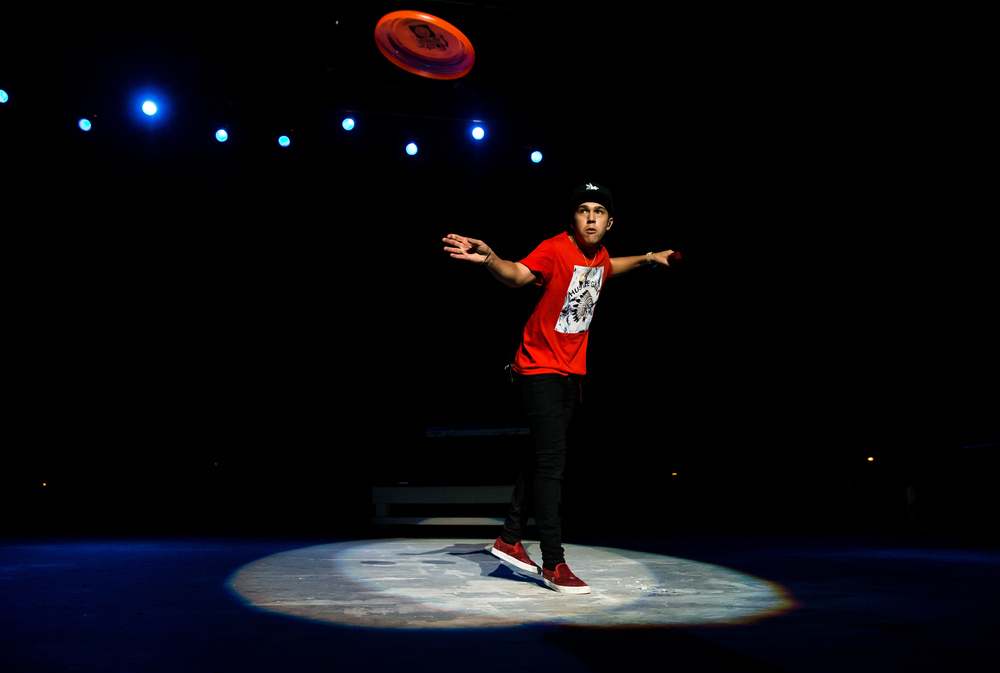 Austin Mahone sends a frisbee back in to the crowd as he performs on the Grandstand stage at the Illinois State Fair, Saturday, Aug. 22, 2015, in Springfield, Ill. Justin L. Fowler/The State Journal-Register