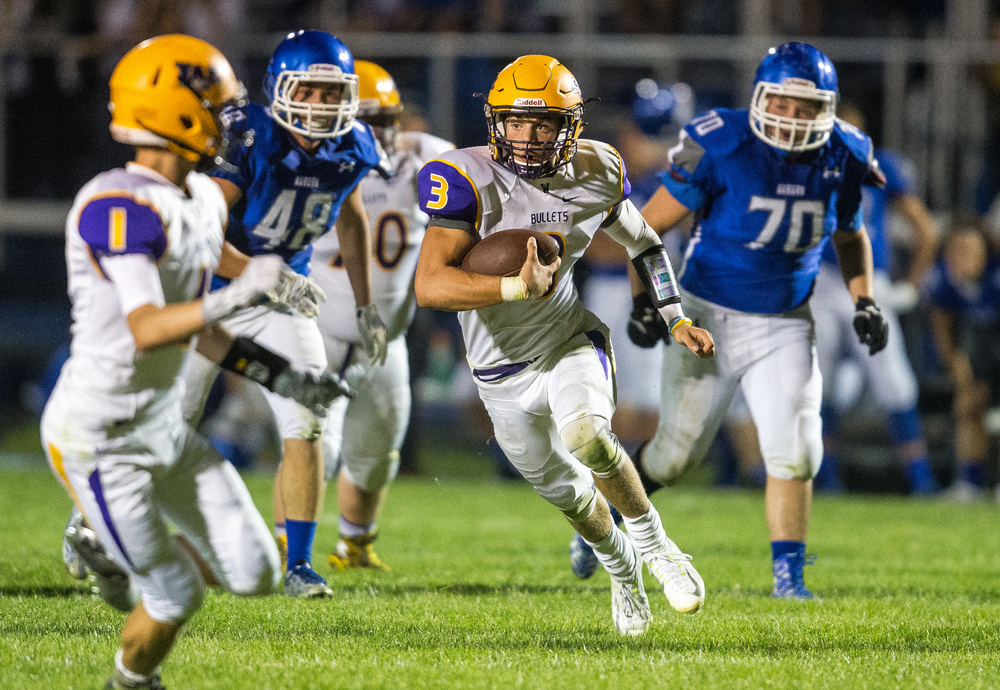 Williamsville's Vince Vignali (3) takes off on a rush against Auburn during the second half at Michael J. Potts Memorial Field, Friday, Aug. 28, 2015, in Auburn, Ill. Justin L. Fowler/The State Journal-Register