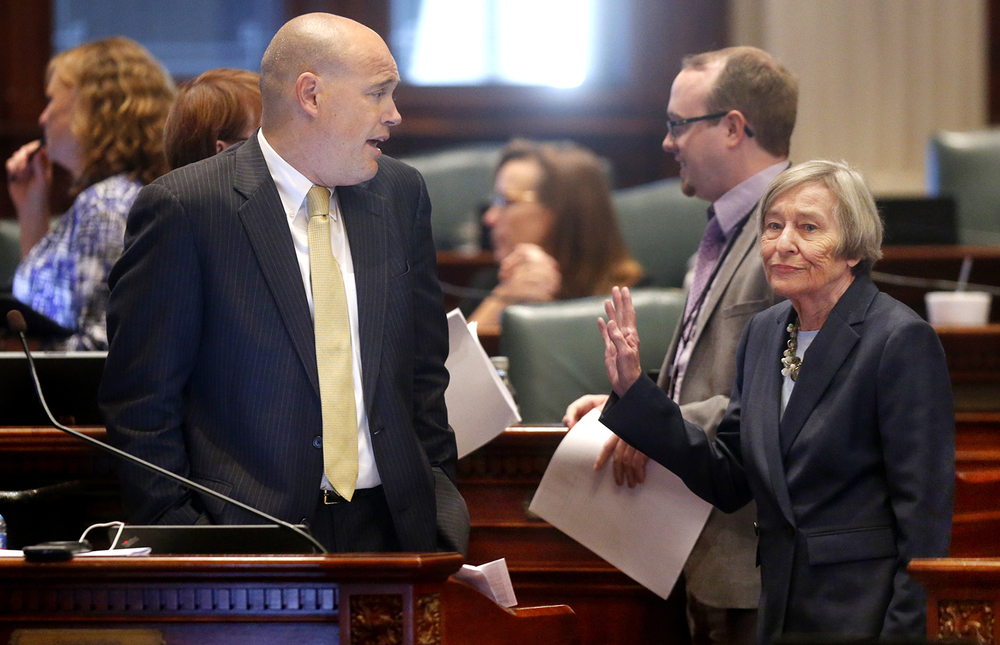 Illinois House Reps. Ron Sandack, R-Downers Grove, and Barbara Flynn Currie, D-Chicago, talk during a Wednesday, Sept. 2, 2015, session that focused on Gov. Bruce Rauner's amendatory vetoes. Ted Schurter/The State Journal-Register