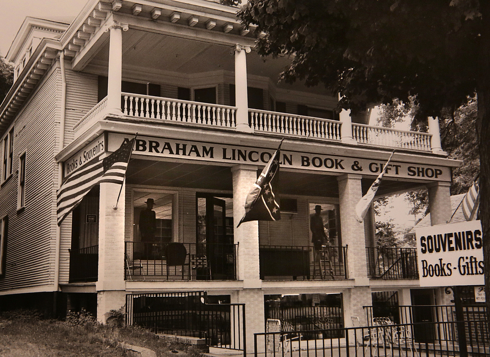 1962 (ca.): The Abraham Lincoln Book & Gift Shop, 416 S. Eighth St., two lots north of the Lincoln Home, featured a Confederate battle flag flying alongside the American and Illinois state flags outside as well as fully-dressed mannequins of Confederate soldiers peering out the front windows. The former home turned gift shop was eventually demolished when the National Park Service took over the neighborhood in 1972. Courtesy Sangamon Valley Collection at Lincoln Library