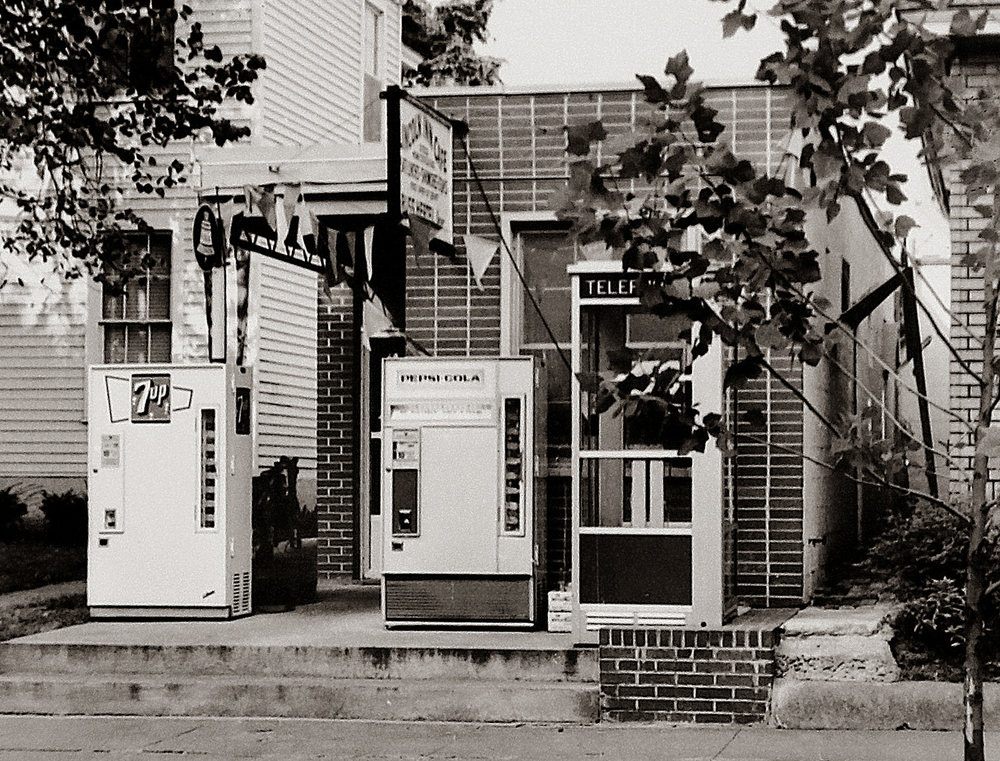 1961: Soft drink machines and a phone booth sit in front of the Lincoln Inn Cafe, located next to the Abraham Lincoln Museum, now the Dean House at 421 South 8th Street. Courtesy Sangamon Valley Collection at Lincoln Library