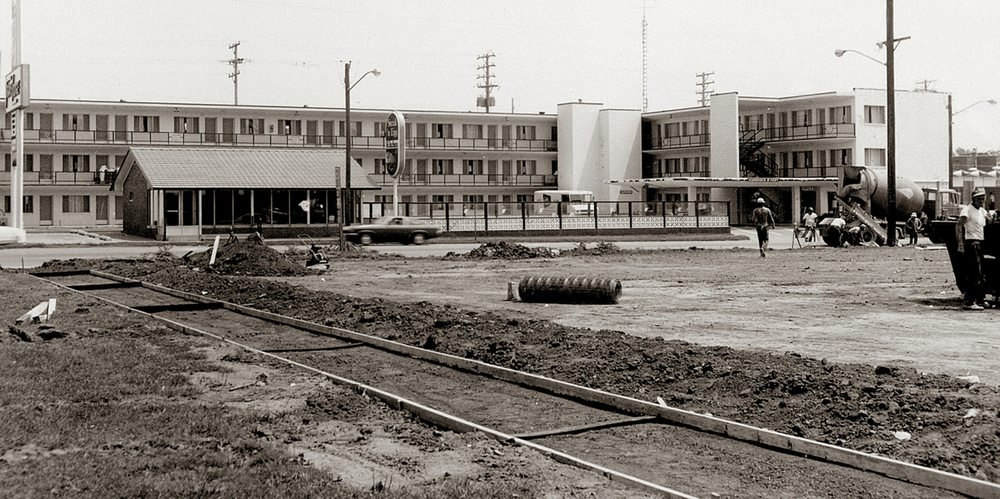 1976: The Lincoln Legacy Garden along Ninth Street replaced the parking lots. The former TravelLodge Motel was at Ninth and Jackson streets. Courtesy Lincoln Home National Historic Site