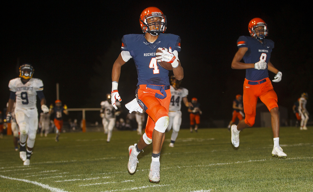 Rochester's D'ante' Cox strides toward the endzone after getting a pass from Nic Baker on a trick play against Southeast at Rochester High School Friday Sept. 25, 2015. Ted Schurter/The State Journal-Register
