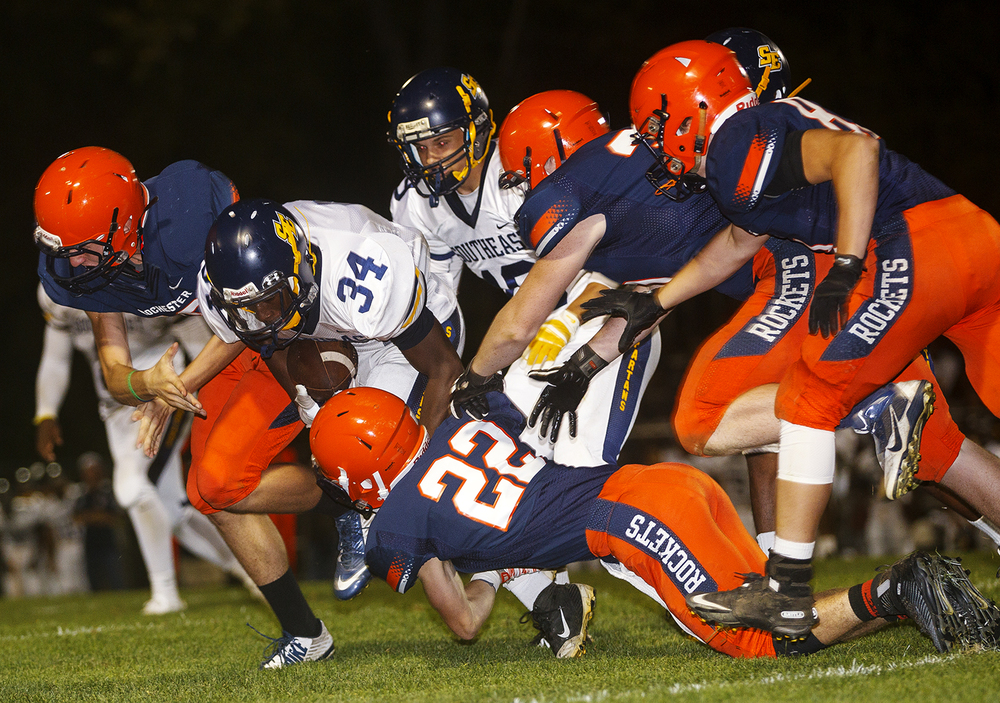 Rochester defenders collapse on Southeast's Tay Dye at Rochester High School Friday Sept. 25, 2015. Ted Schurter/The State Journal-Register