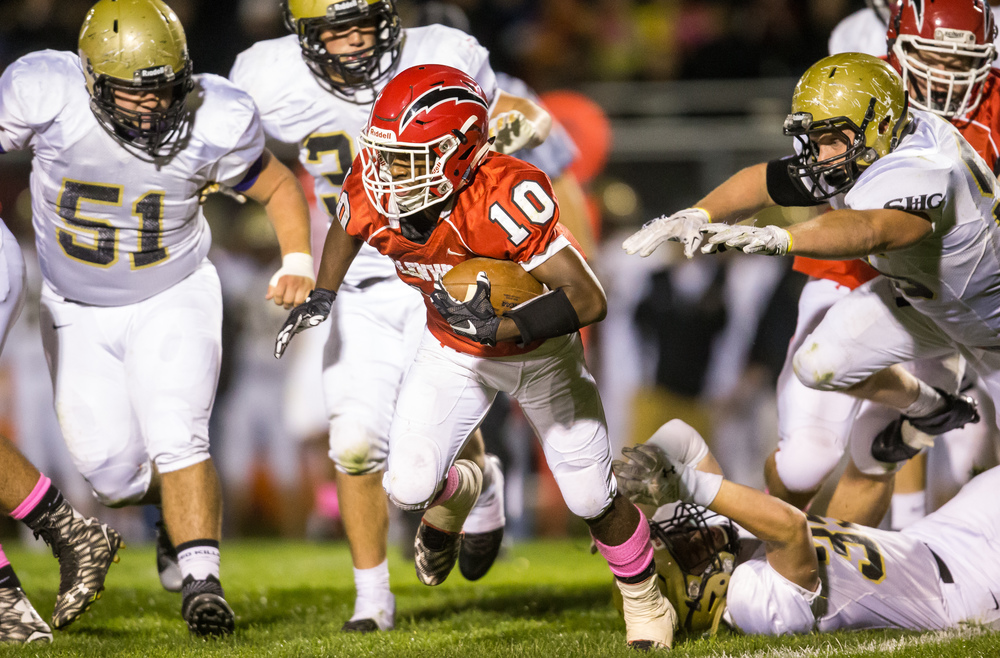 Glenwood's David Jones (10) escapes a tackle from Sacred Heart-Griffin's Luke Notz (39) on a rush in the fist half at Glenwood High School, Friday, Oct. 2, 2015, in Chatham, Ill. Justin L. Fowler/The State Journal-Register