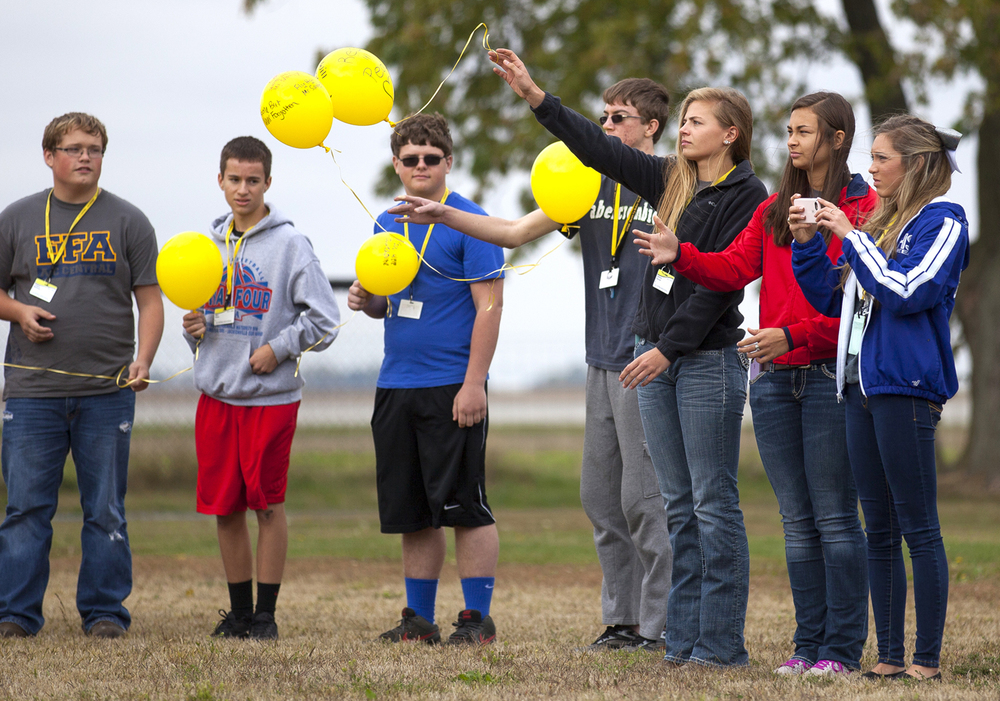 A-C Central Middle and High School students release balloons in memory of their principal, Robert Sanders, during a ceremony Friday, Oct. 9, 2015 at the school in Ashland. Sanders died unexpectedly Wednesday. Rich Saal/The State Journal-Register