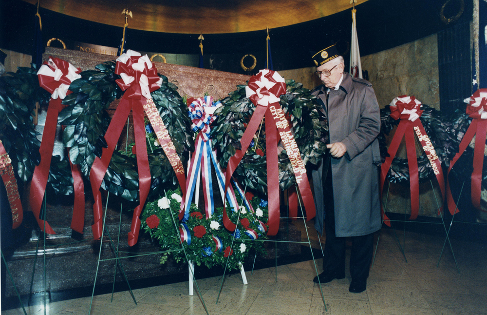 Mayor Ossie Landfelder places a wreath at Lincoln's Tomb February 12, 1992. File/The State Journal-Register
