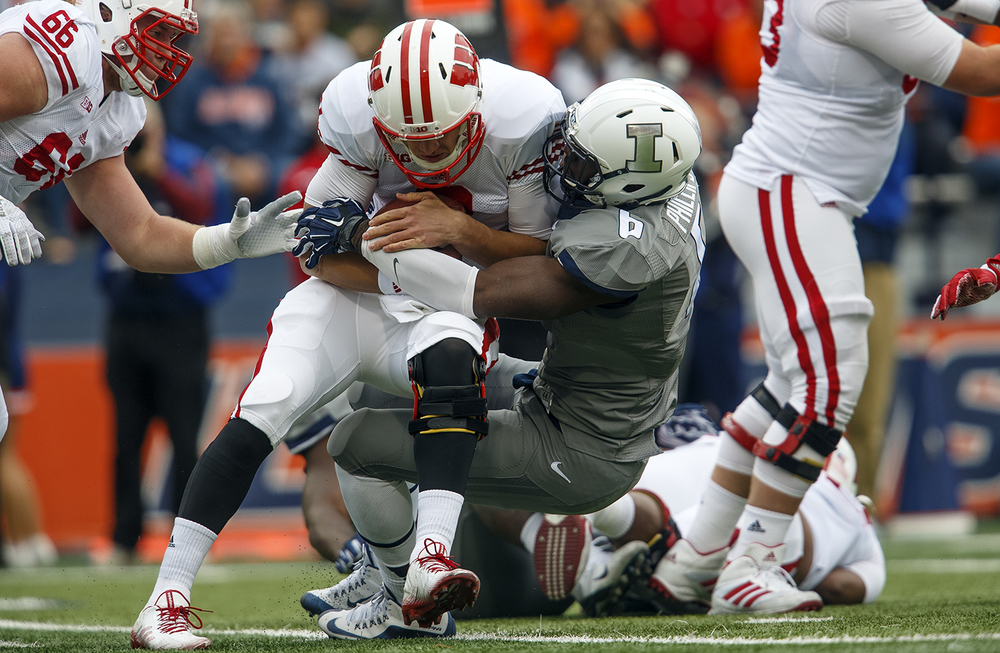 Illinois' Carroll Phillips sacks Wisconsin's Joel Stave in the first half at Memorial Stadium Saturday, Oct. 24, 2015. Ted Schurter/The State Journal-Register