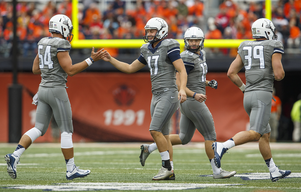 Illinois' Taylor Zalewski congratulates his teammates after scoring a field goal against Wisconsin at Memorial Stadium Saturday, Oct. 24, 2015. Ted Schurter/The State Journal-Register