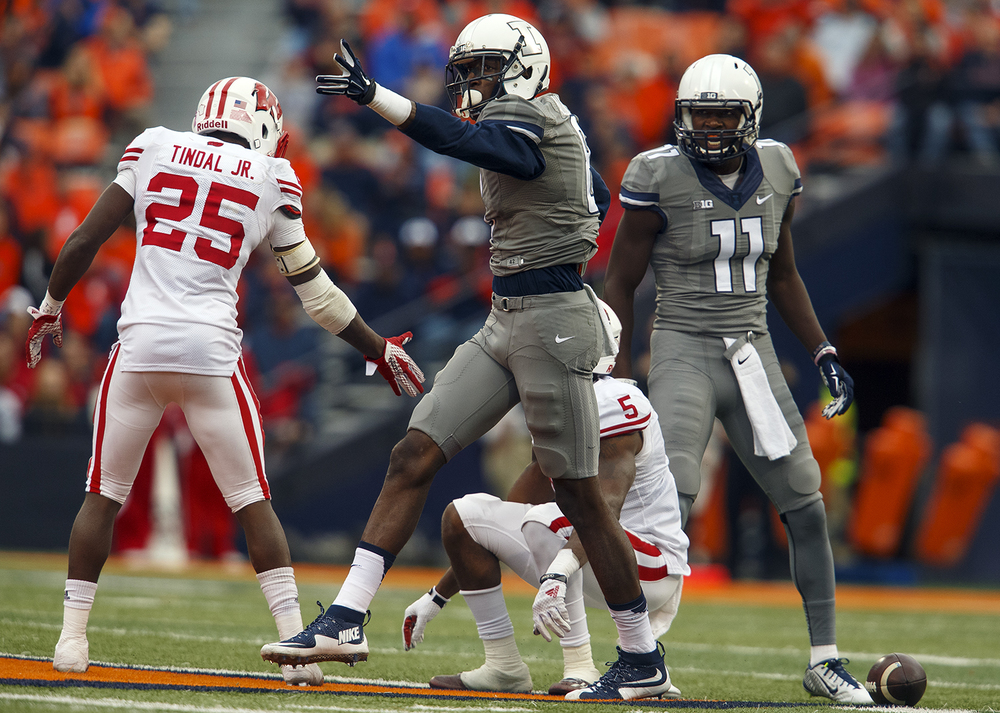 Illinois' Geronimo Allison motions for a first down after grabbing a pass from Wes Lunt against Wisconsin at Memorial Stadium Saturday, Oct. 24, 2015. Ted Schurter/The State Journal-Register