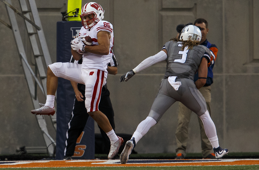Wisconsin's Alex Erickson catches a touchdown pass in front of Illinois' Taylor Barton at Memorial Stadium Saturday, Oct. 24, 2015. Ted Schurter/The State Journal-Register