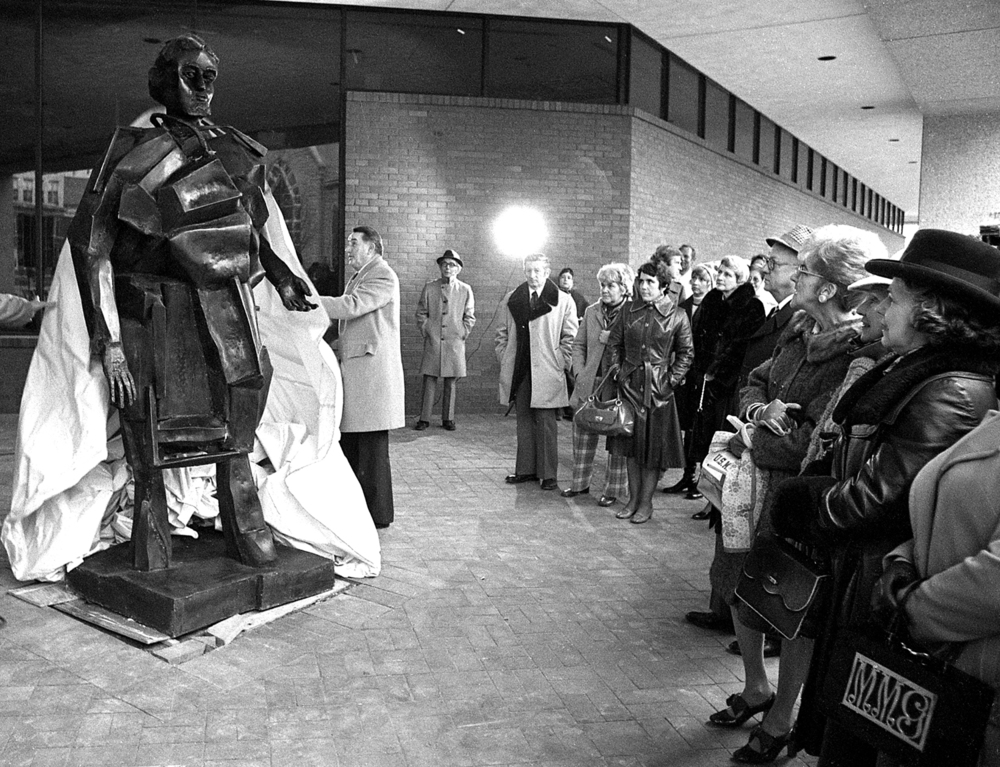 Dedication of Abbot Pattison sculpture of Abraham Lincoln outside Lincoln Library, Nov. 21, 1976. File/The State Journal-Register