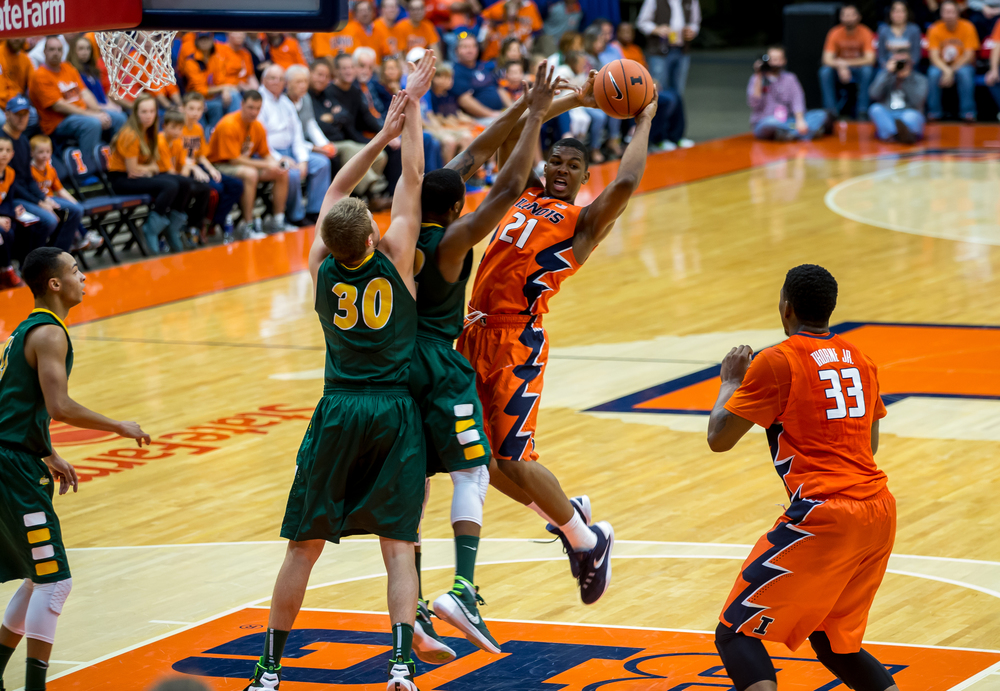 University of Illinois' Malcolm Hill (21) dumps the ball off to Mike Thorne Jr. (33) as he collides with North Dakota State University's Kory Brown (22) driving towards the basket during the first half at the Prairie Capital Convention Center, Sunday, Nov. 15, 2015, in Springfield, Ill. Justin L. Fowler/The State Journal-Register