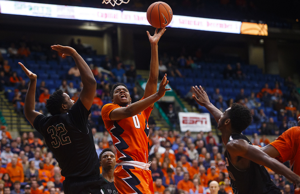 Illinois' D.J. Williams puts up two against Chicago State at the Praire Capital Convention Center Monday, Nov. 23, 2015. Ted Schurter/The State Journal-Register