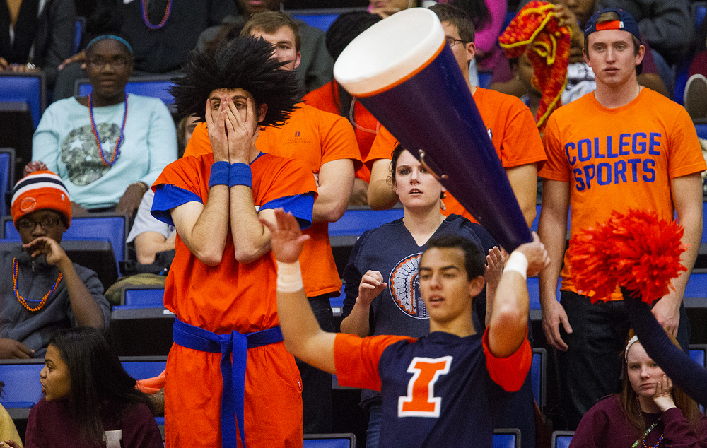 Illinois graduate student Andy Wszalek can barely stand to watch as the Illini struggle against Chicago State at the Praire Capital Convention Center Monday, Nov. 23, 2015. Ted Schurter/The State Journal-Register