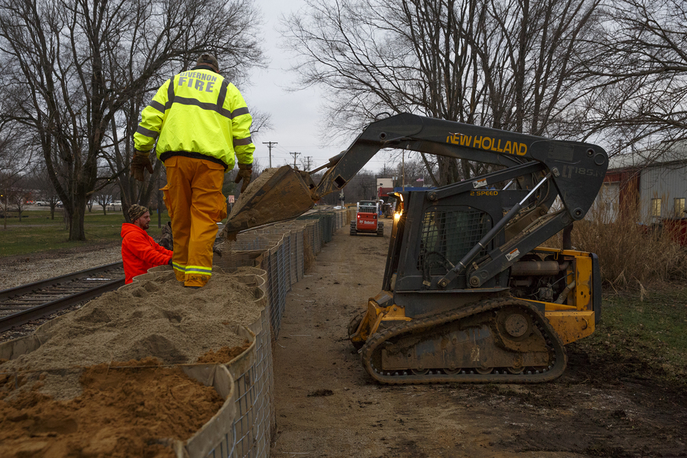 Volunteers in Petersburg constructed a barrier that stretched several city blocks to hold back water from the rising Sangamon River Wednesday, Dec. 30, 2015. Rich Saal/The State Journal-Register